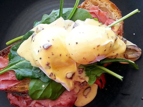 Eggs Benedict with a changing Hollandaise