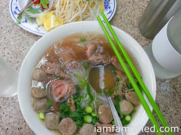 Vietnamese beef noodle with sliced beef & beef balls