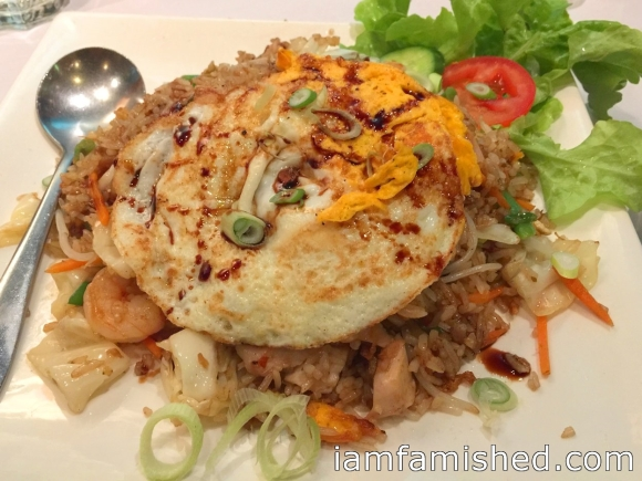 Nasi goreng istimewa (special fried rice with chicken, prawns, eggs and vegetables)