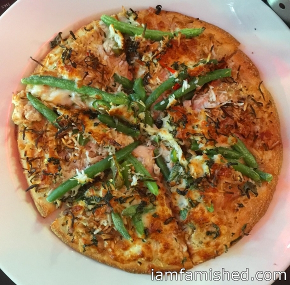Gourmet Pizza - Thai Green Chick (Thai green curry chicken, green beans, fresh chilli, toasted coconut, fresh basil)